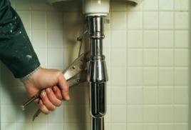 монтаж и замена труб водоснабжения, канализации в ванной и туалете.